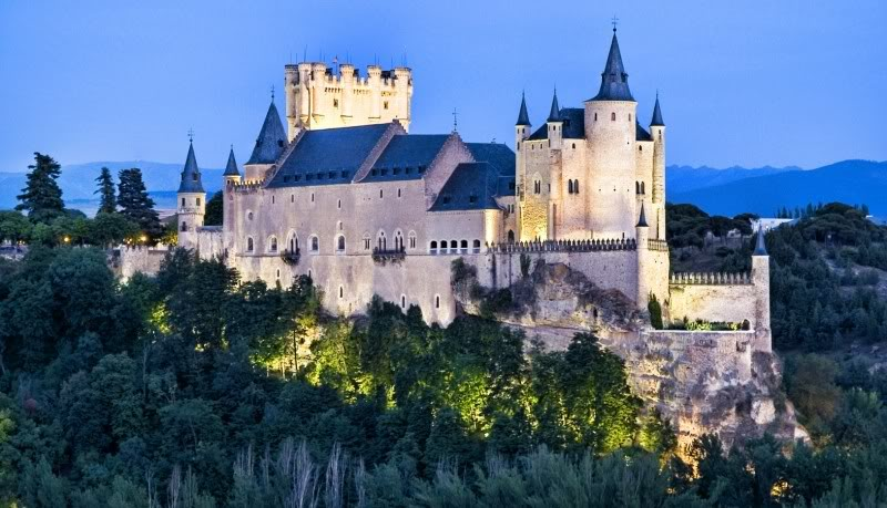 Comienza en Madrid el orgullo al mal gusto. Alcazar-de-Segovia-3